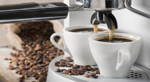 Café saindo da máquina