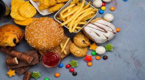 Sanduíche, batata-frita e outros alimentos