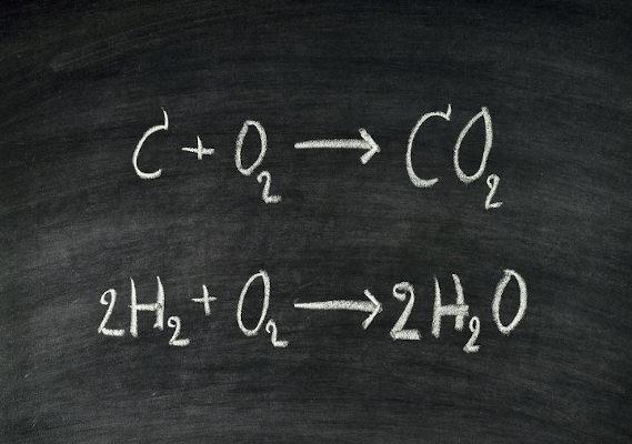 Balanceamento de equações em quadro negro