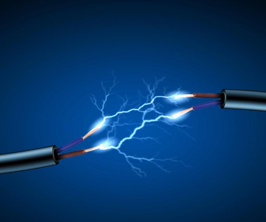 Cabos elétricos com faíscas de eletricidade