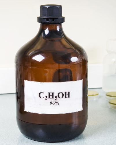 O álcool 96 é uma mistura azeotrópica que pode ser utilizada como combustível.