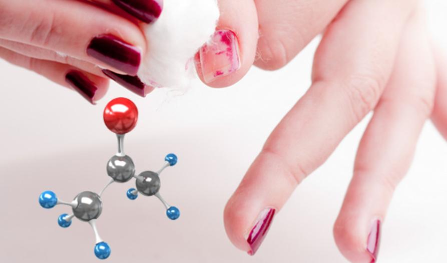 A acetona é, na verdade, a propanona, um composto pertencente à função oxigenada das cetonas (o oxigênio está em vermelho na molécula acima)