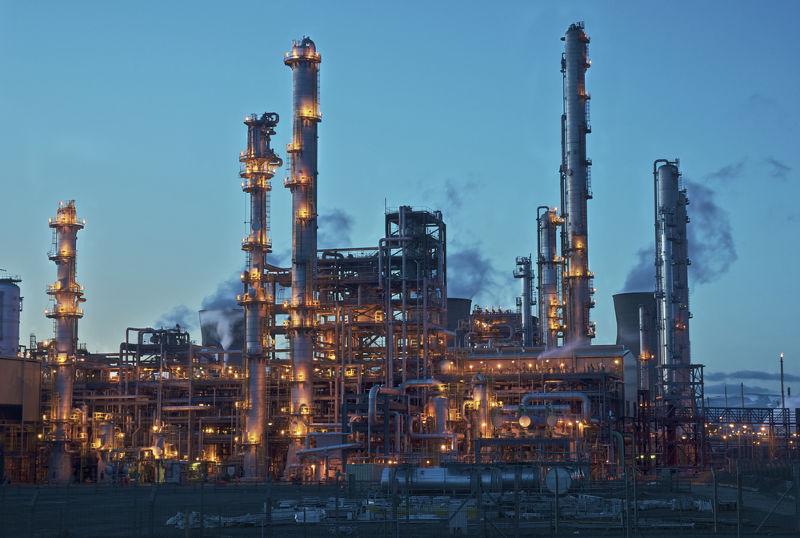 A destilação fracionada é o método de separação utilizado em refinarias de petróleo
