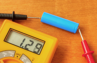 A diferença de potencial de uma pilha pode ser medida diretamente com um voltímetro