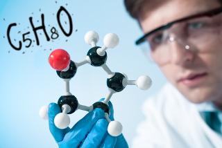 A fórmula molecular mostra a quantidade exata de átomos de cada elemento de uma molécula
