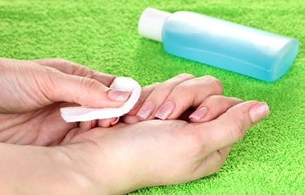 A propanona (acetona) é a mais importante cetona, sendo muito usada como removedor de esmaltes