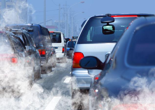 A queima dos combustíveis nos carros produz gases poluentes
