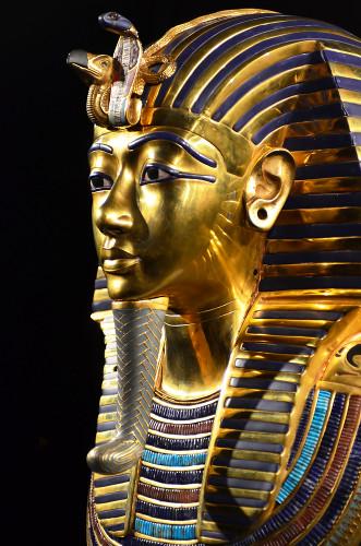 Máscara mortuária de Tutankhamon revestida de ouro – o metal menos reativo que existe*