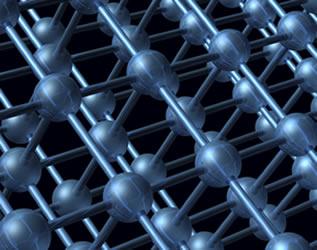 Milhões e milhões de átomos de um mesmo metal ligam-se, formando retículos cristalinos de forma geométrica bem definida