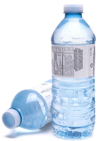 Na garrafa fechada, temos um exemplo de equilíbrio entre vaporização e condensação