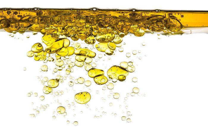 O óleo misturado com a água pode provocar prejuízos ambientais