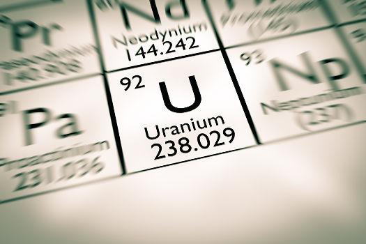 O urânio é um exemplo de elemento radioativo