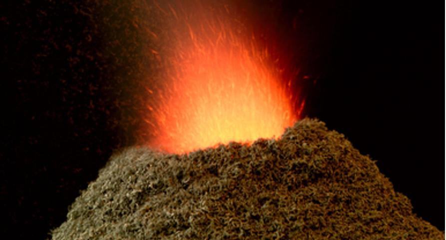 """O """"vulcão"""" acima é a decomposição do dicromato de amônio, uma reação exotérmica, ou seja, que libera grande quantidade de energia na forma de calor"""