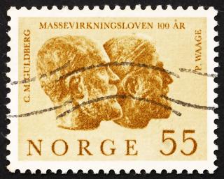 Selo impresso na Noruega mostra Cato Guldberg e Peter Waage por Stinius Fredriksen.*