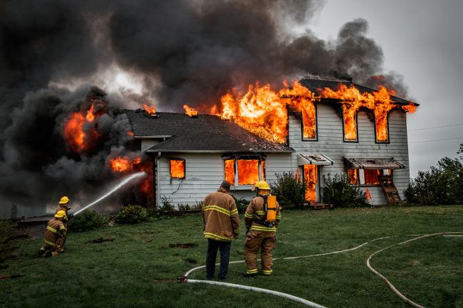 Situação em que há presença de fogo pode ser entendida como entalpia de combustão